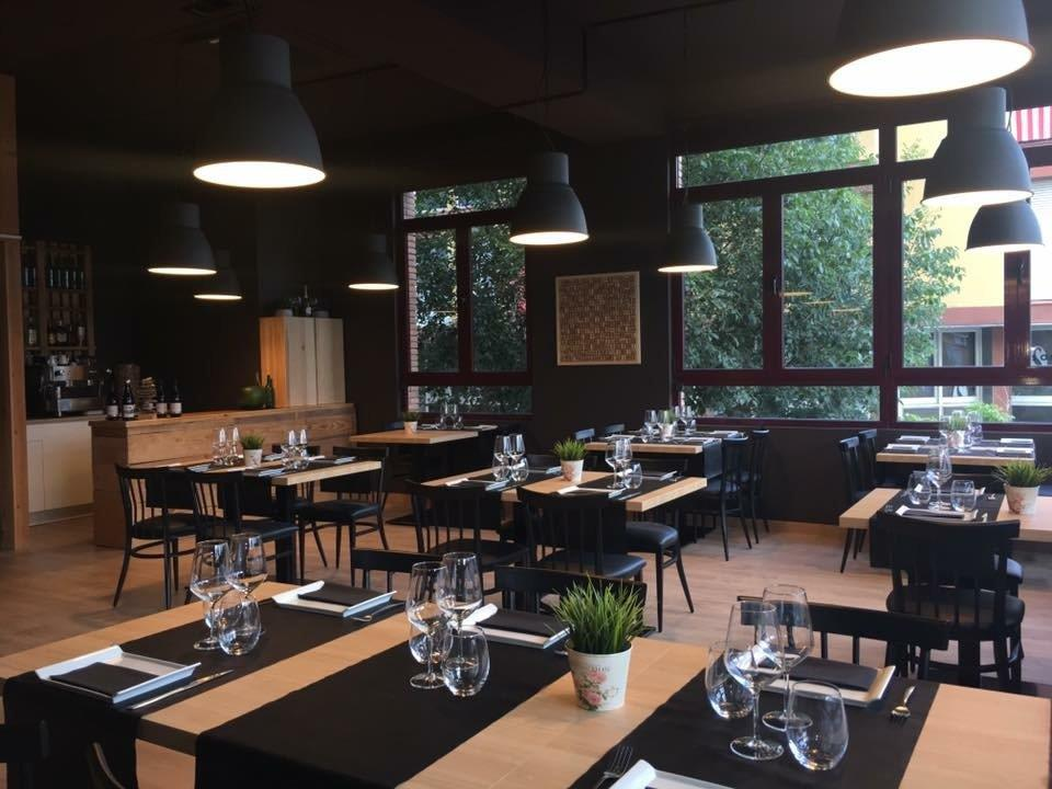 Intalacion Mobiliario interior para Restaurante
