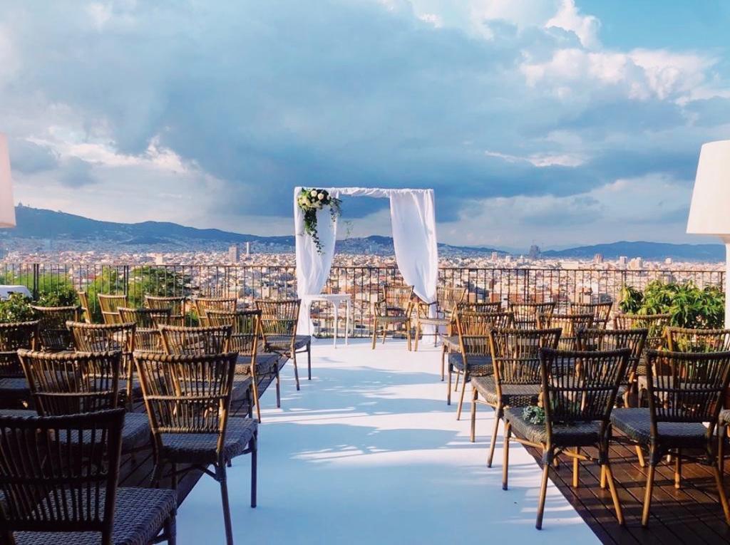 instalacion de boda con sillas polinesia volcan